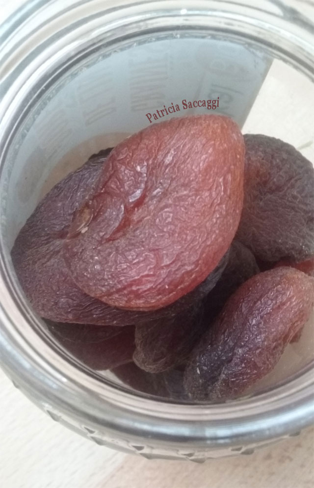 Photo des abricots bio que j'ai achetés à Biocoop. Abricots bio et non bio
