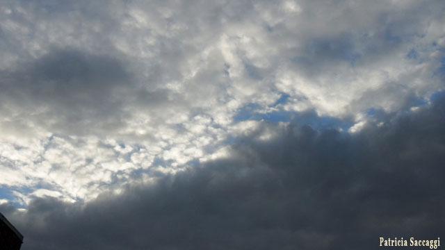Ombre claire dans le ciel