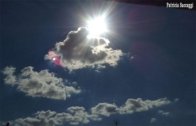 Un nuage rose et un flash