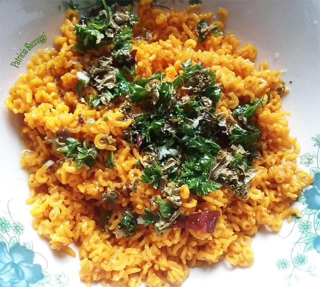Plat que j'ai fait avec riz, persil, ail, algues, curcuma, gingembre et huile d'olive