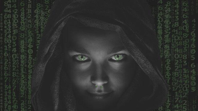 Image libre de droits sur un visage entouré de codes.